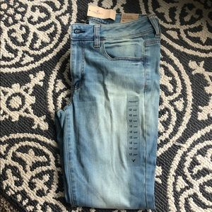 SOLD NWT American Eagle low rise jegging 12 short